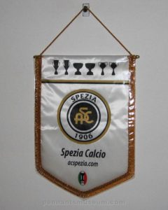 Printed pennant in use in the 2000s with honours