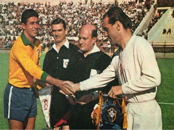 Pennants exchange before the RIMET World Cup 1962 match Brazil vs Czechoslovakia