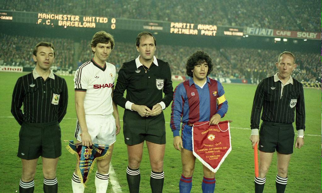 Pennants exchange before the UEFA Cup Winners Cups' match Barcelona vs Manchester United played in 1984