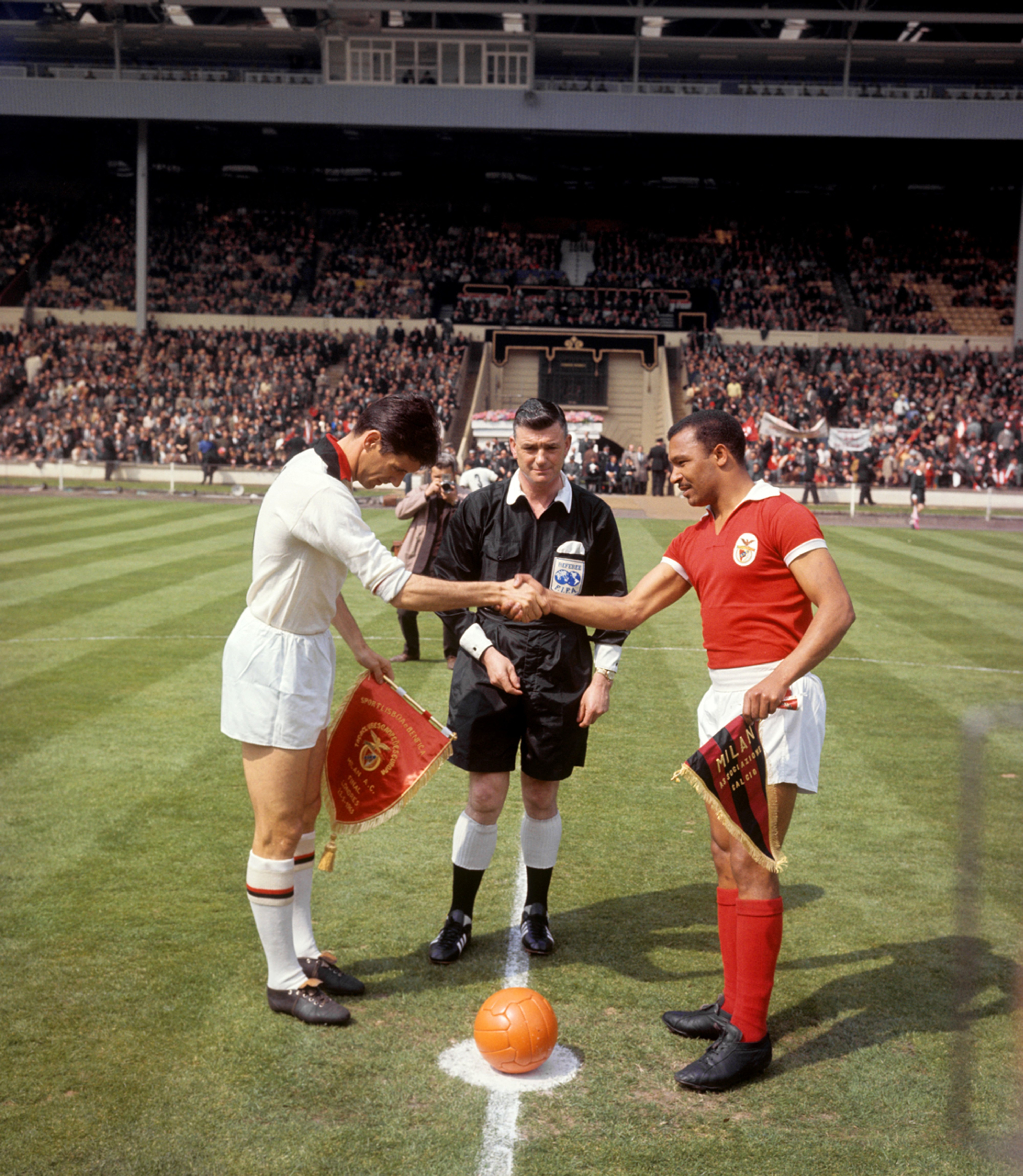Pennants exchange before the UEFA Uefa European Clubs Champions' Cup final Milan vs Benfica played in 1963