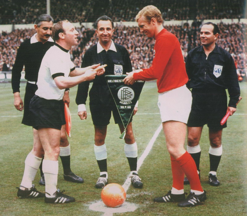 Pennants exchange before the RIMET World Cup 1966 final England vs West Germany