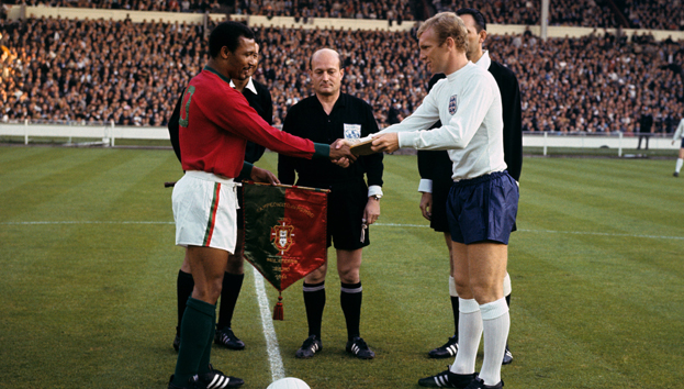 Pennants exchange before the RIMET World Cup 1966 semifinal Portugal vs England