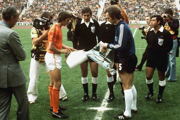 Pennants exchange before the FIFA World Cup 1974 final Holland vs West Germany