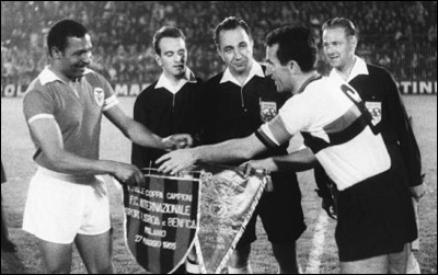 Pennants exchange before the Uefa European Clubs Champions' Cup final Inter vs Benfica played in 1965