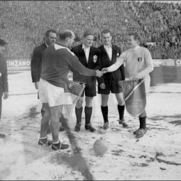 Pennants exchange before the match Italy vs France played in the 50s