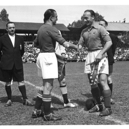 Pennants exchange before the match Switzerland vs France played in the 50s