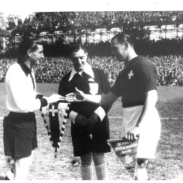 Pennants exchange before the match Switzerland vs Germany played in 1951