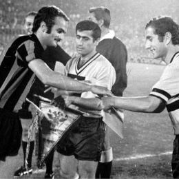 Pennants exchange before the Uefa European Clubs Champions' Cup match Inter vs Aek played in 1971