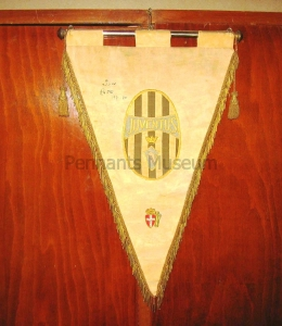 Embroidered pennant in use in the 30s signed by Pietro RAVA