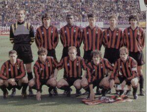 L'undici della finale del 1993 (foto magliarossonera.it)