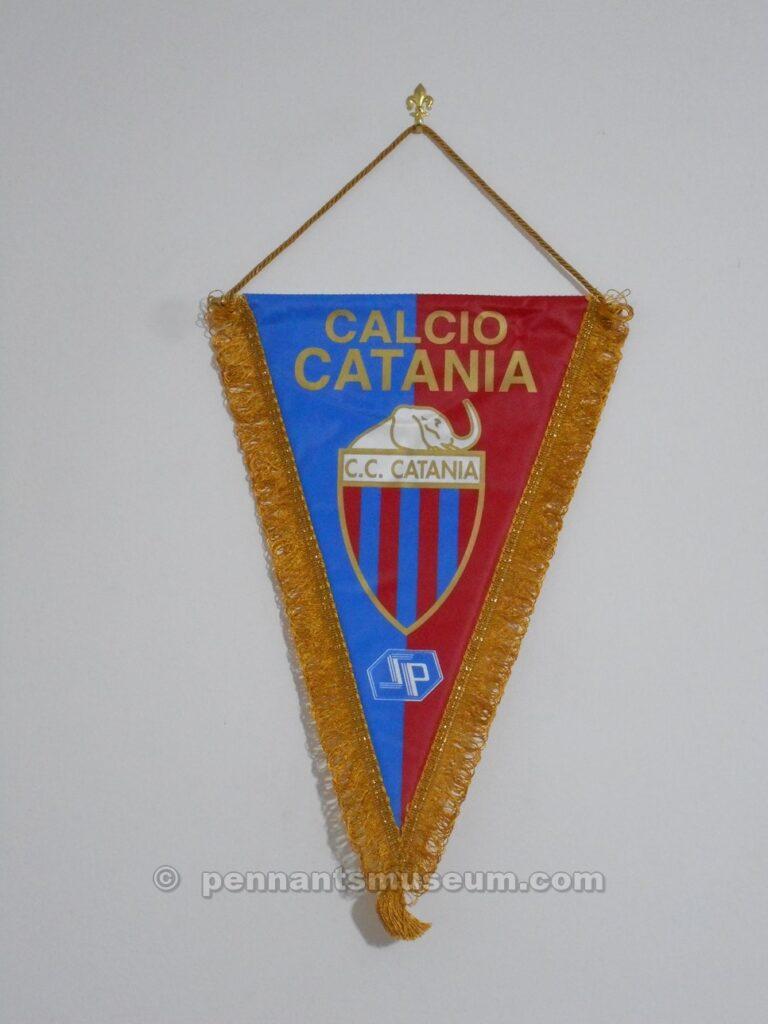 Gagliardetto in uso dal 1997 con la presenza dello sponsor SP