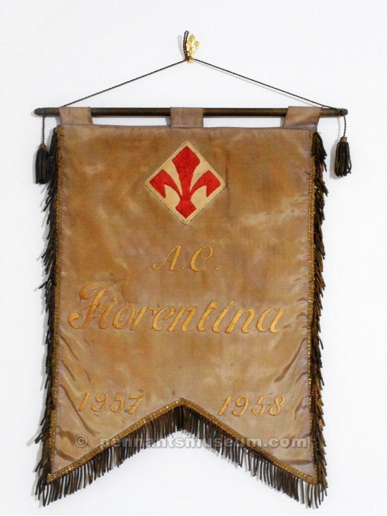 Gagliardetto in uso nella stagione 1957-1958