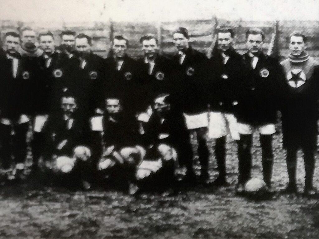 """Lo Slavia Praga schierato prima dell'amichevole con l'Alessandria (foto """"Il Calcio"""")"""