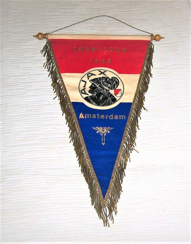 Gagliardetto utilizzato nel torneo Karl Rappan disputato nella stagione 1963-1964