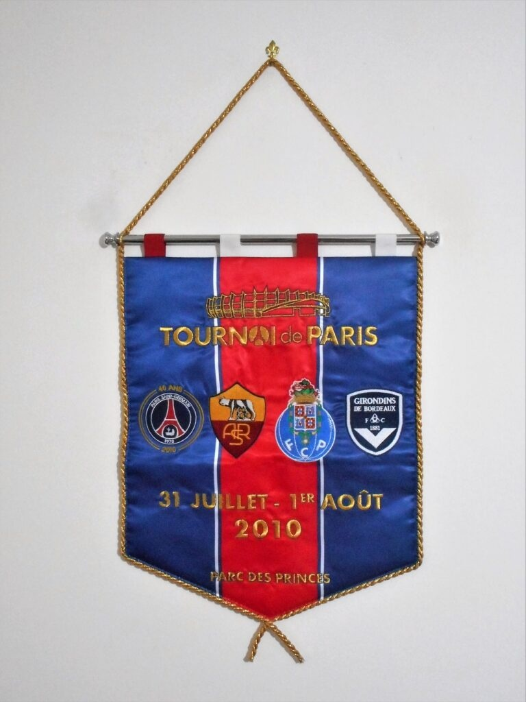 Embroidered pennant issued in occasion of the Paris tournament played in 2010