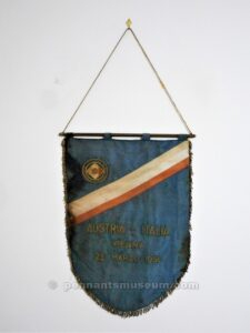 Embroidered pennant presented to the captain of Austria before the match Austria vs Italia played on the 23th March 1958